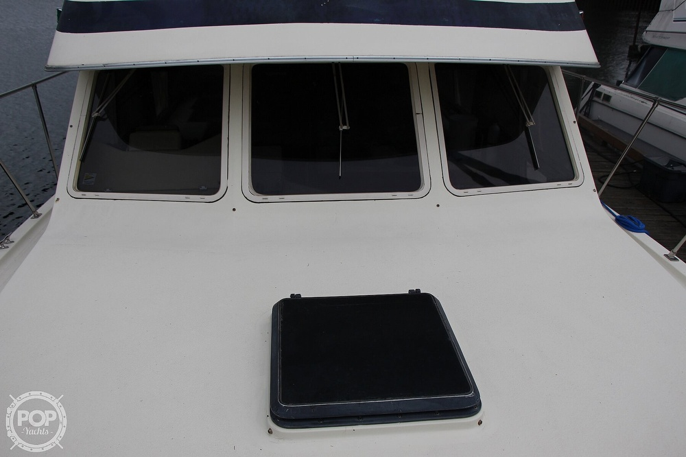 1986 Tollycraft boat for sale, model of the boat is 34 Sundeck tri cabin & Image # 18 of 40