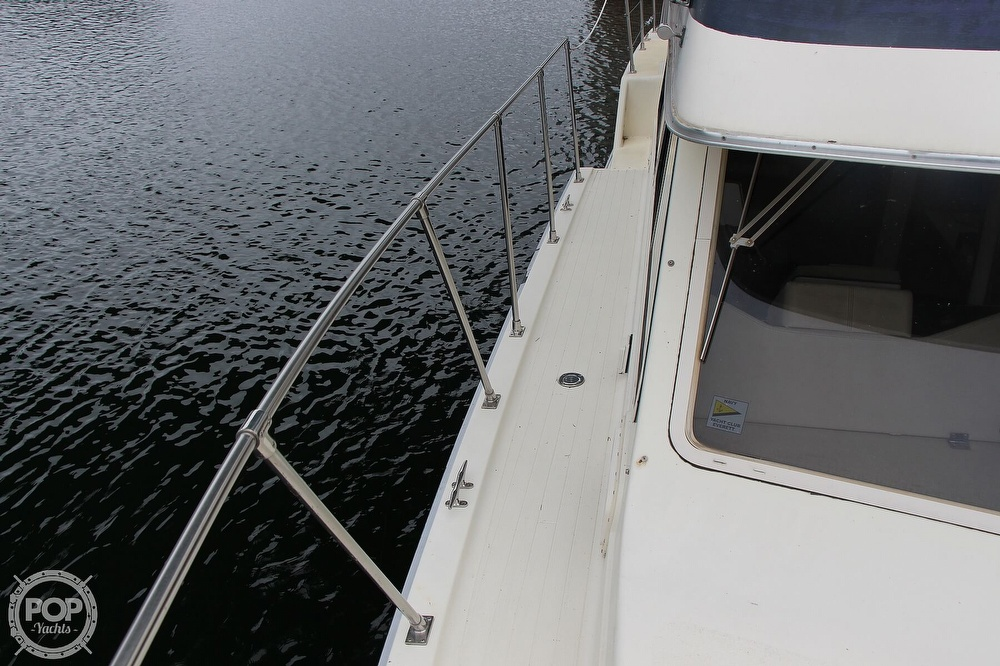1986 Tollycraft boat for sale, model of the boat is 34 Sundeck tri cabin & Image # 20 of 40