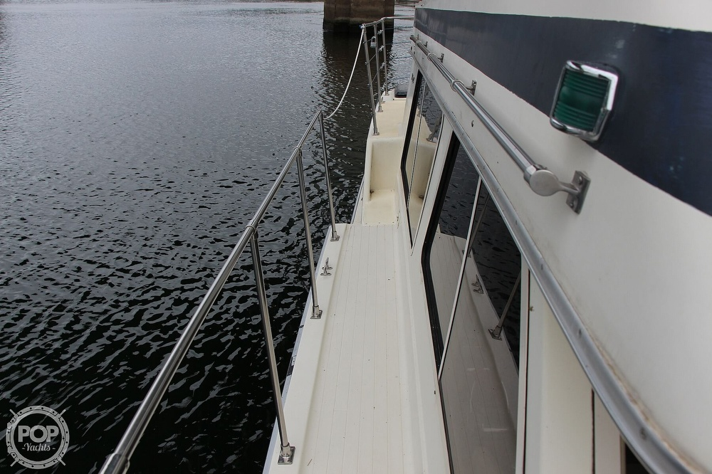 1986 Tollycraft boat for sale, model of the boat is 34 Sundeck tri cabin & Image # 21 of 40
