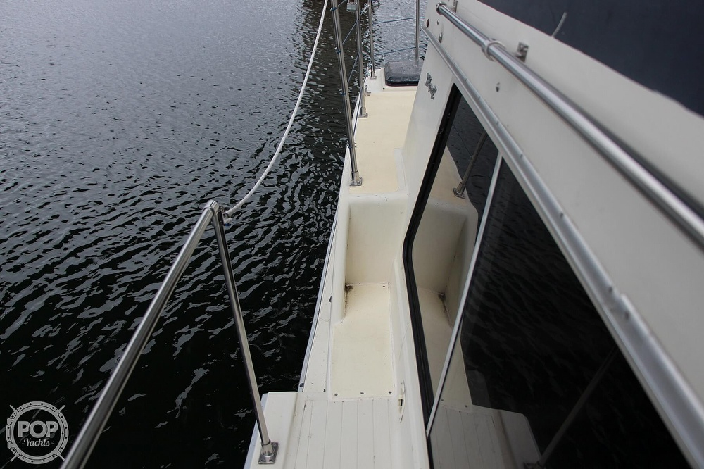 1986 Tollycraft boat for sale, model of the boat is 34 Sundeck tri cabin & Image # 23 of 40