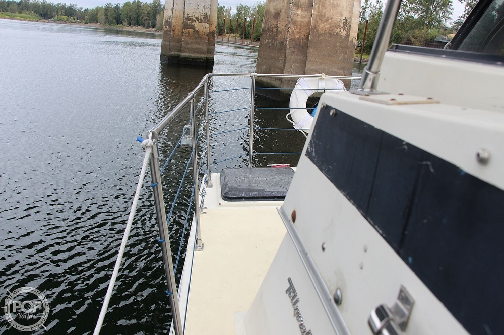 1986 Tollycraft boat for sale, model of the boat is 34 Sundeck tri cabin & Image # 24 of 40