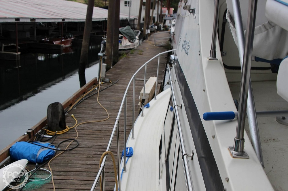1986 Tollycraft boat for sale, model of the boat is 34 Sundeck tri cabin & Image # 26 of 40