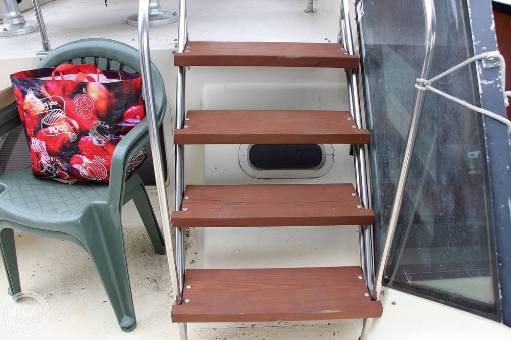 1986 Tollycraft boat for sale, model of the boat is 34 Sundeck tri cabin & Image # 27 of 40