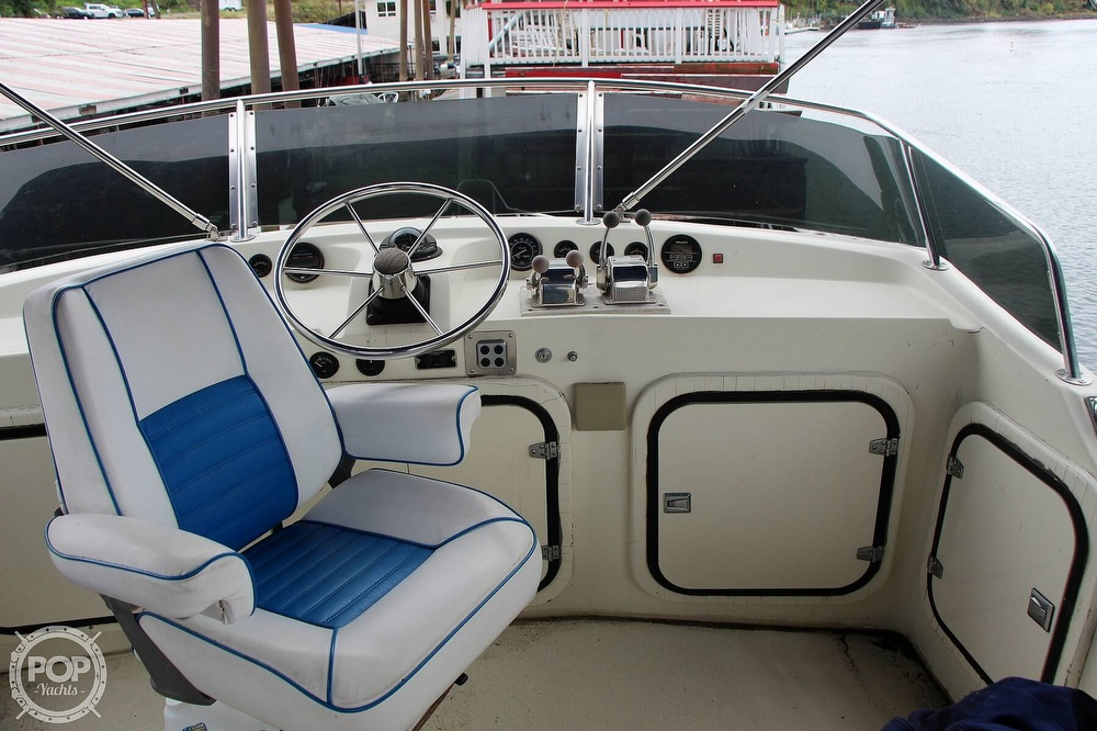 1986 Tollycraft boat for sale, model of the boat is 34 Sundeck tri cabin & Image # 28 of 40