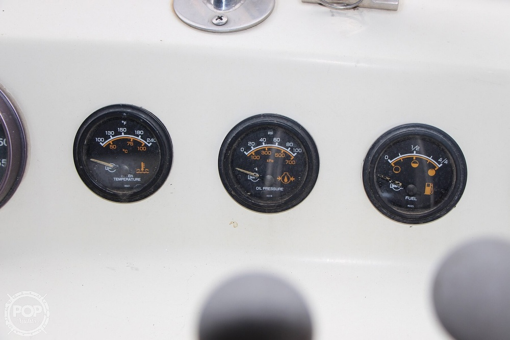 1986 Tollycraft boat for sale, model of the boat is 34 Sundeck tri cabin & Image # 30 of 40