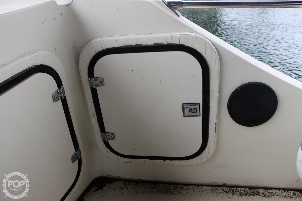 1986 Tollycraft boat for sale, model of the boat is 34 Sundeck tri cabin & Image # 33 of 40