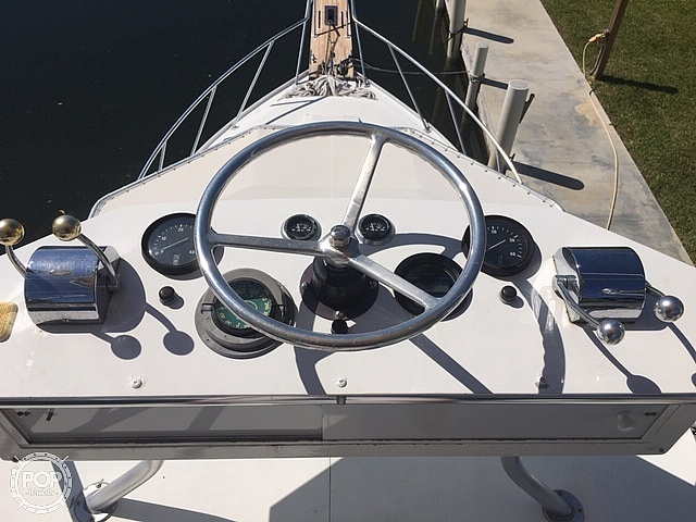 1989 Gulfstream Boats boat for sale, model of the boat is 31 Tournament Express & Image # 24 of 40