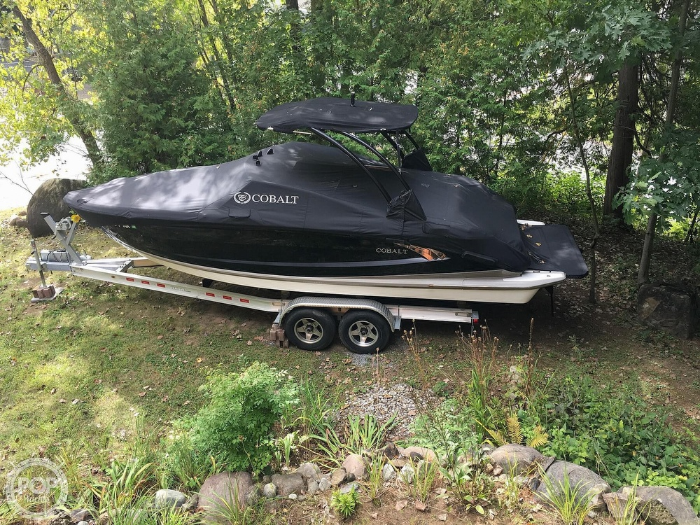 2014 Cobalt boat for sale, model of the boat is A25 & Image # 13 of 20