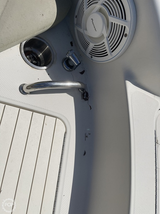 2005 Sea Ray boat for sale, model of the boat is 240 Sundeck & Image # 22 of 40