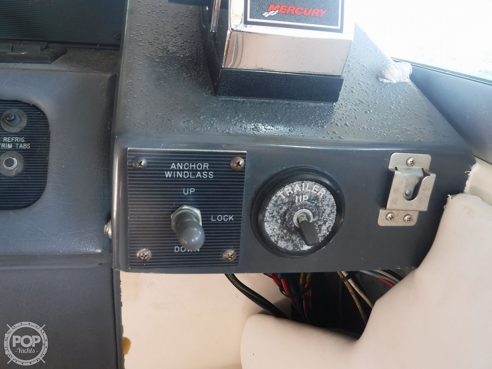1992 Sea Ray boat for sale, model of the boat is 290 Sundancer & Image # 30 of 40