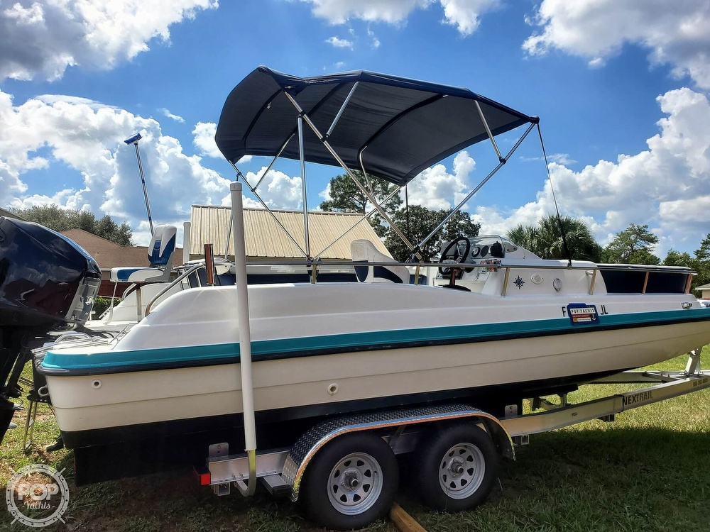 1995 Hurricane boat for sale, model of the boat is 24 Fun Deck & Image # 8 of 40