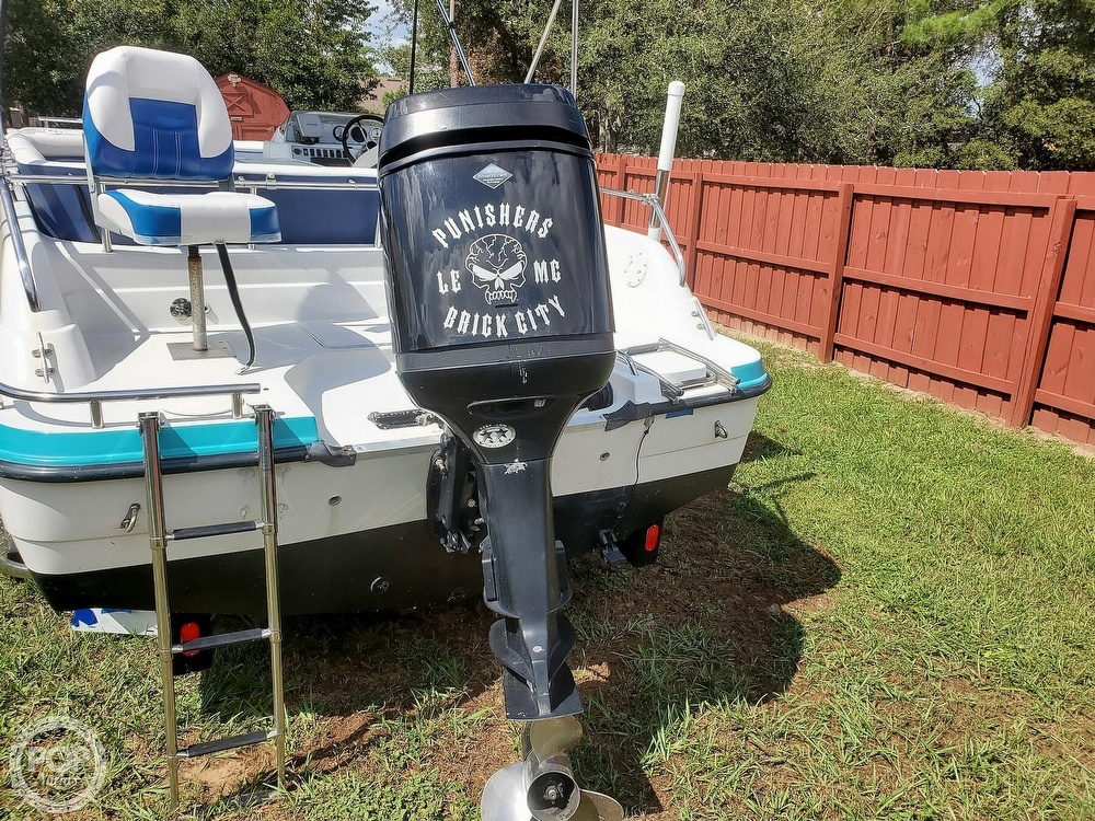1995 Hurricane boat for sale, model of the boat is 24 Fun Deck & Image # 11 of 40