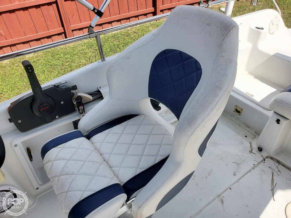 1995 Hurricane boat for sale, model of the boat is 24 Fun Deck & Image # 31 of 40