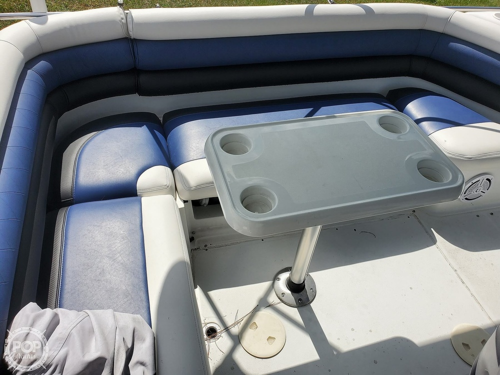 1995 Hurricane boat for sale, model of the boat is 24 Fun Deck & Image # 33 of 40