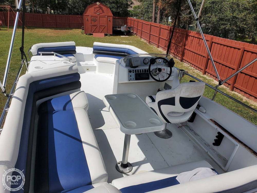 1995 Hurricane boat for sale, model of the boat is 24 Fun Deck & Image # 16 of 40