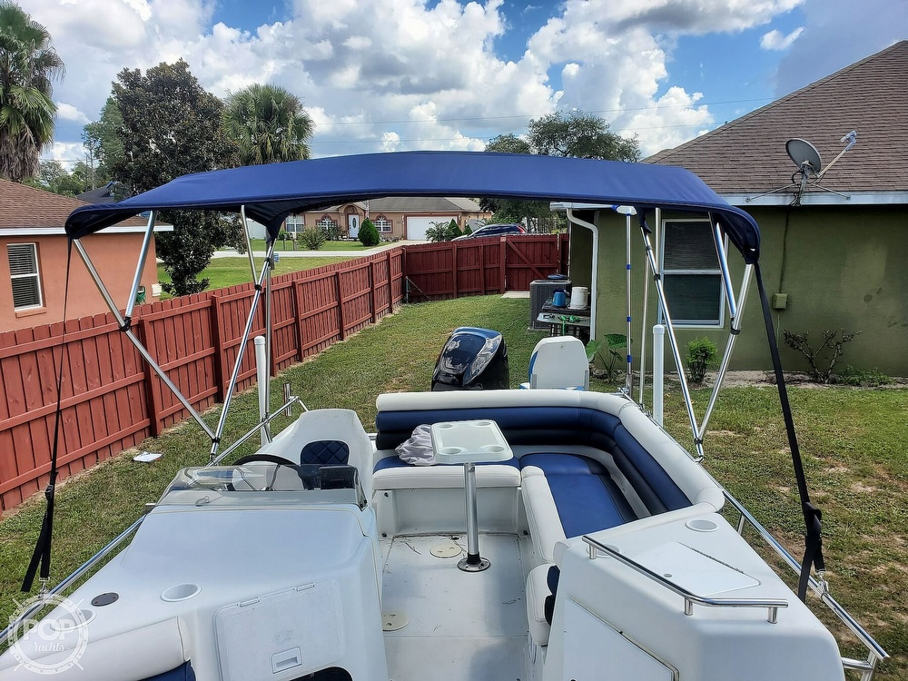1995 Hurricane boat for sale, model of the boat is 24 Fun Deck & Image # 9 of 40
