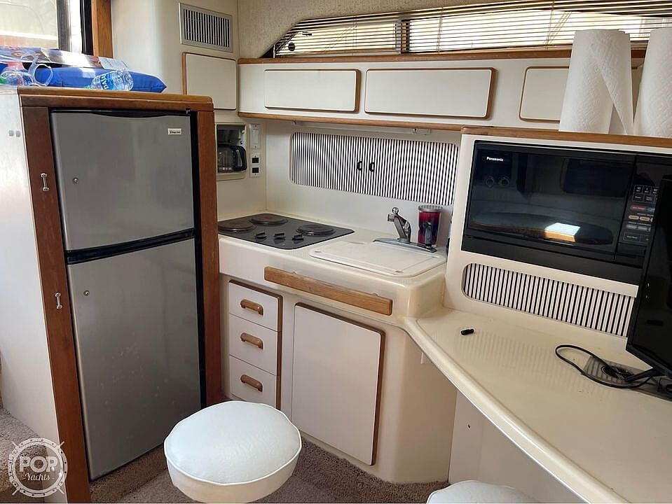 1992 Sea Ray boat for sale, model of the boat is 400 Express Cruiser & Image # 7 of 14