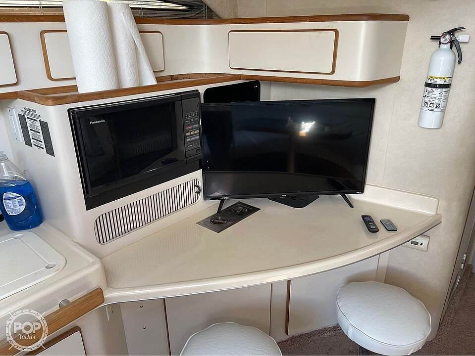 1992 Sea Ray boat for sale, model of the boat is 400 Express Cruiser & Image # 10 of 14