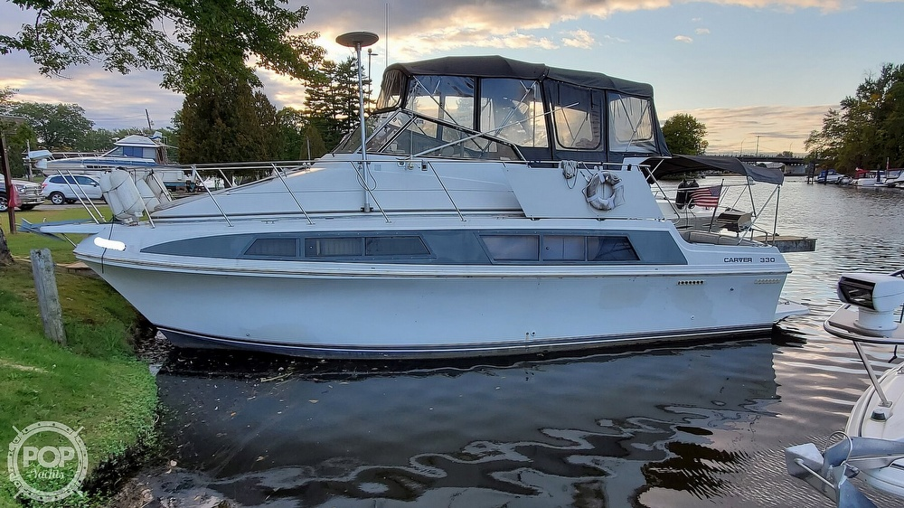 1996 Carver boat for sale, model of the boat is Mariner 330 & Image # 8 of 40