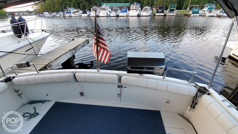 1996 Carver boat for sale, model of the boat is Mariner 330 & Image # 17 of 40