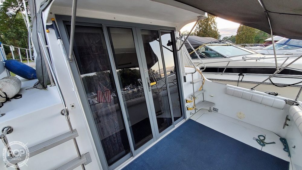 1996 Carver boat for sale, model of the boat is Mariner 330 & Image # 27 of 40