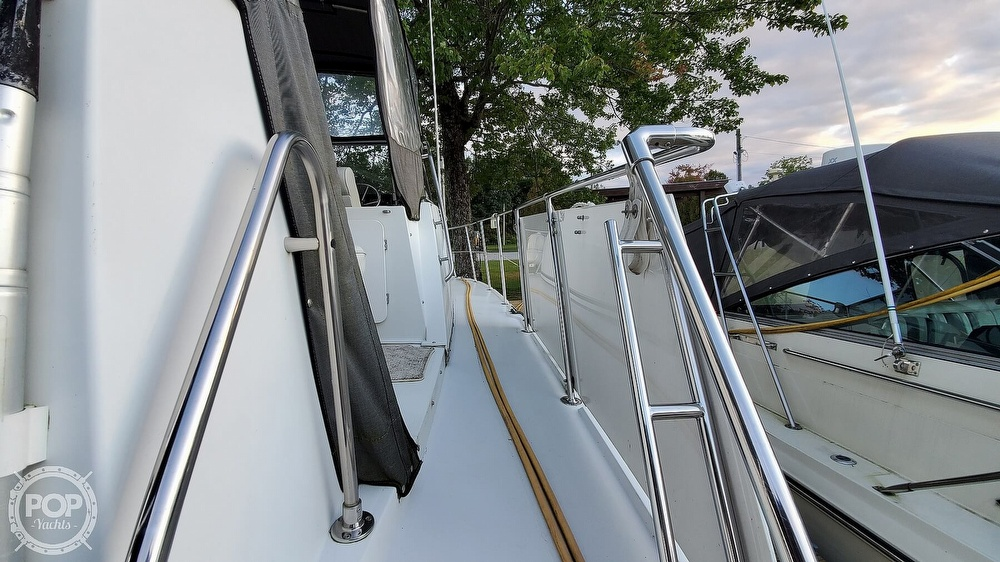 1996 Carver boat for sale, model of the boat is Mariner 330 & Image # 29 of 40