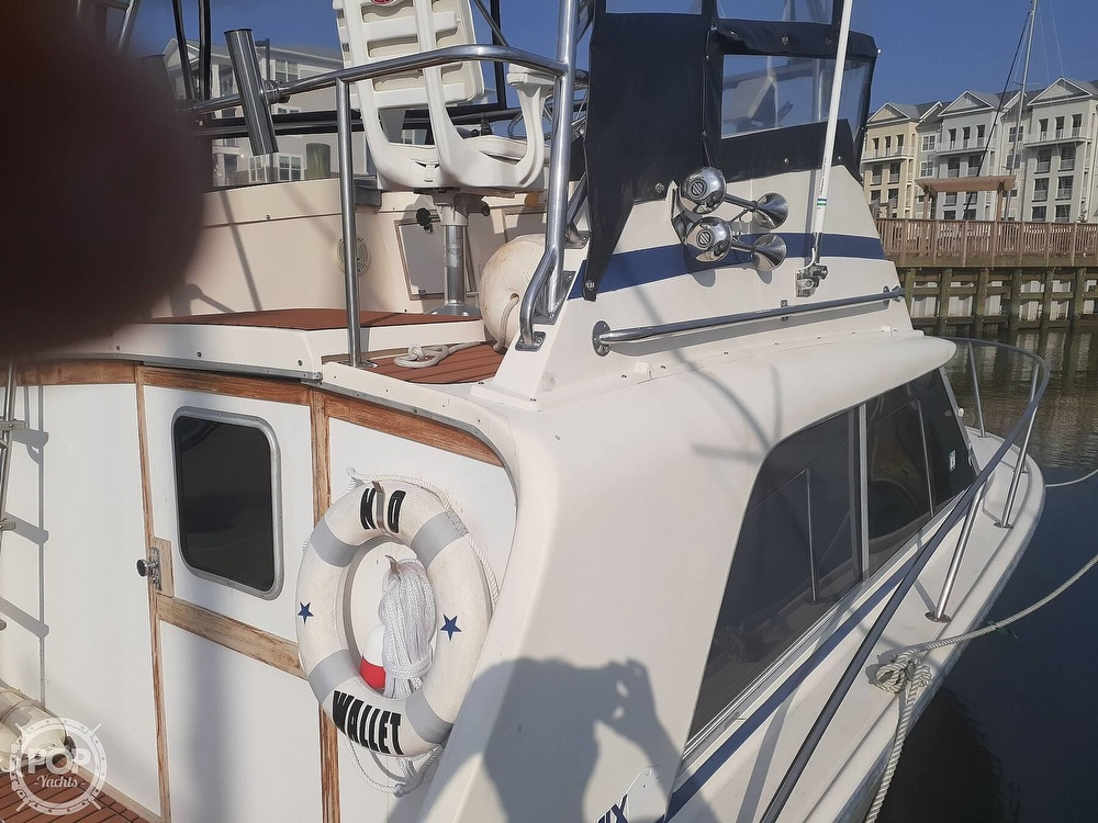 1982 Phoenix boat for sale, model of the boat is 29 Fly Bridge & Image # 4 of 40