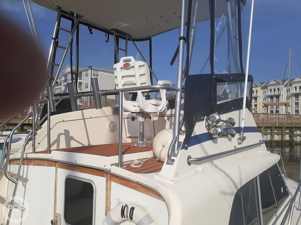 1982 Phoenix boat for sale, model of the boat is 29 Fly Bridge & Image # 5 of 40
