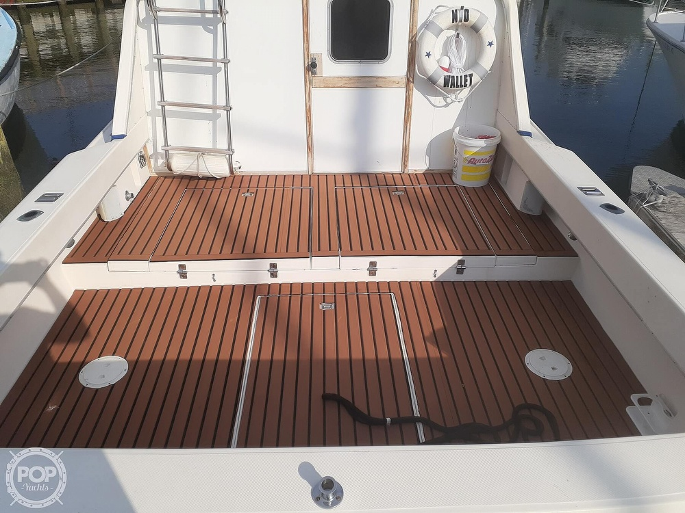 1982 Phoenix boat for sale, model of the boat is 29 Fly Bridge & Image # 6 of 40