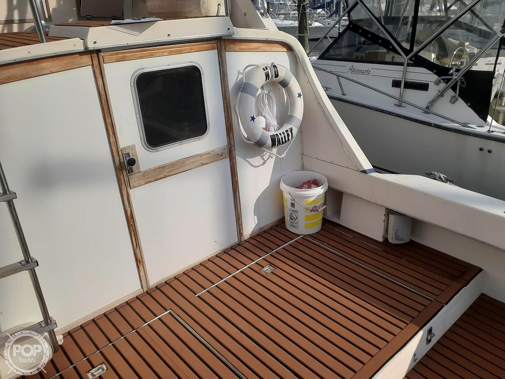 1982 Phoenix boat for sale, model of the boat is 29 Fly Bridge & Image # 24 of 40