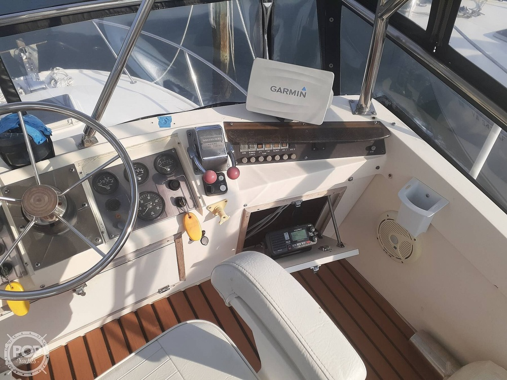 1982 Phoenix boat for sale, model of the boat is 29 Fly Bridge & Image # 29 of 40