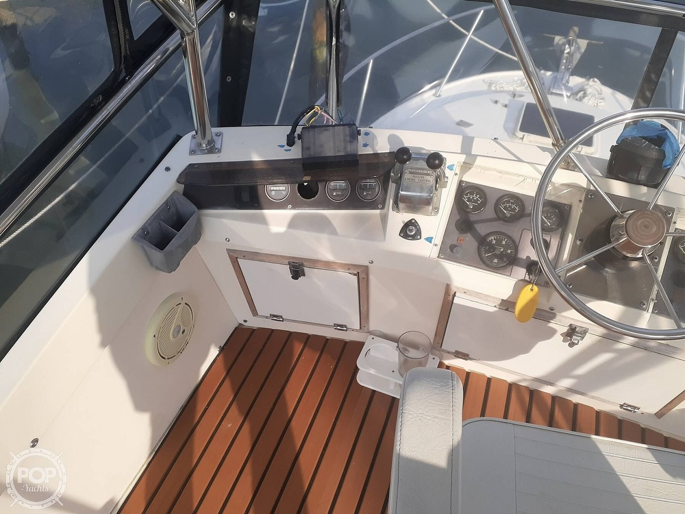 1982 Phoenix boat for sale, model of the boat is 29 Fly Bridge & Image # 30 of 40