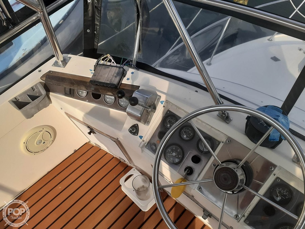 1982 Phoenix boat for sale, model of the boat is 29 Fly Bridge & Image # 34 of 40