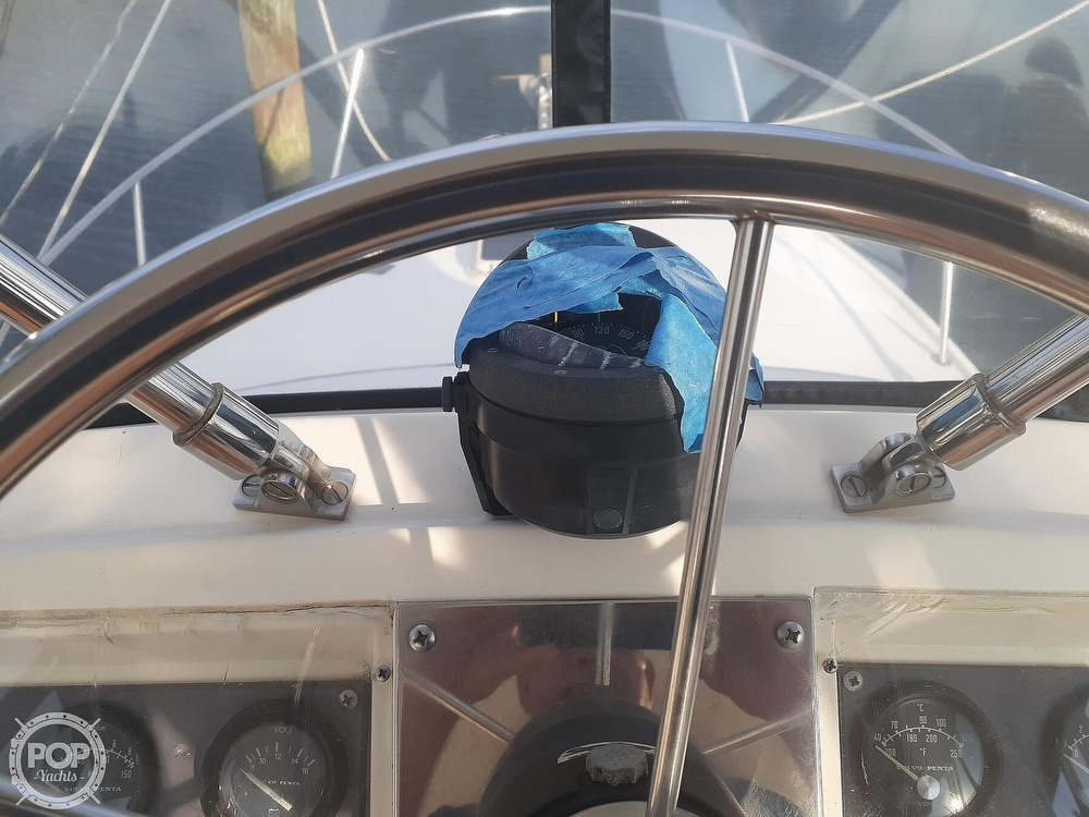 1982 Phoenix boat for sale, model of the boat is 29 Fly Bridge & Image # 36 of 40