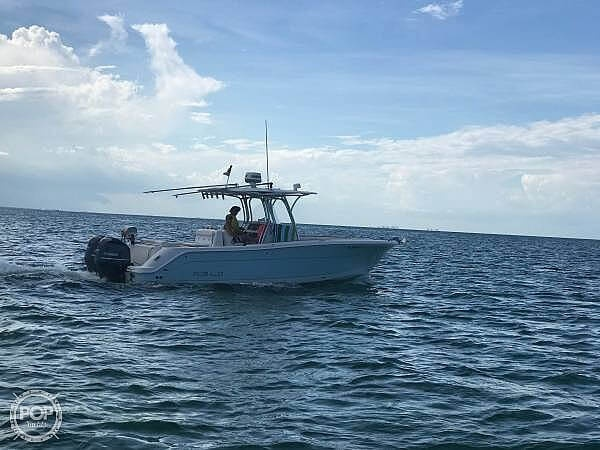 2015 Robalo boat for sale, model of the boat is R300 CC & Image # 3 of 40