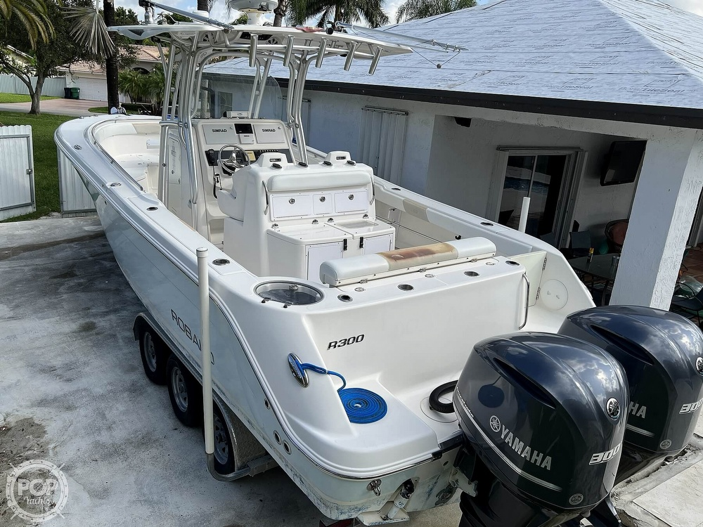 2015 Robalo boat for sale, model of the boat is R300 CC & Image # 2 of 40
