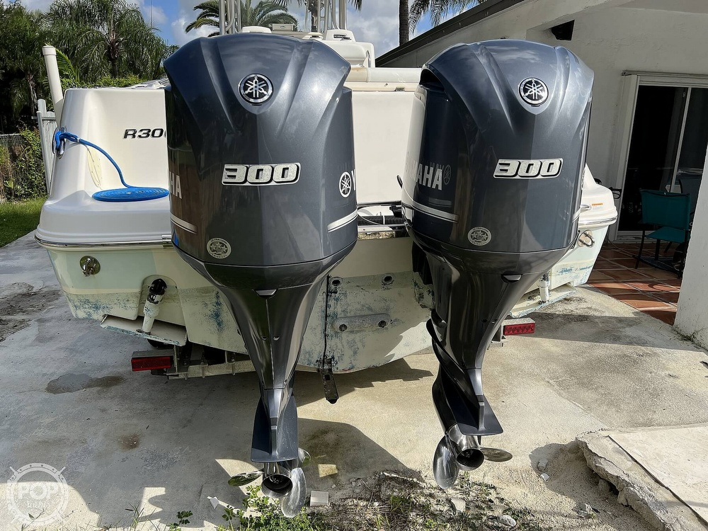 2015 Robalo boat for sale, model of the boat is R300 CC & Image # 10 of 40
