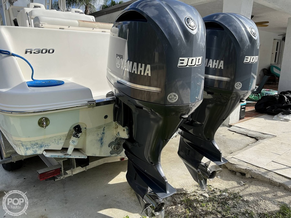 2015 Robalo boat for sale, model of the boat is R300 CC & Image # 12 of 40
