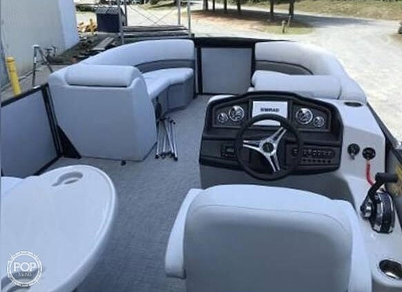 2021 Bentley boat for sale, model of the boat is 220 Cruise & Image # 4 of 40
