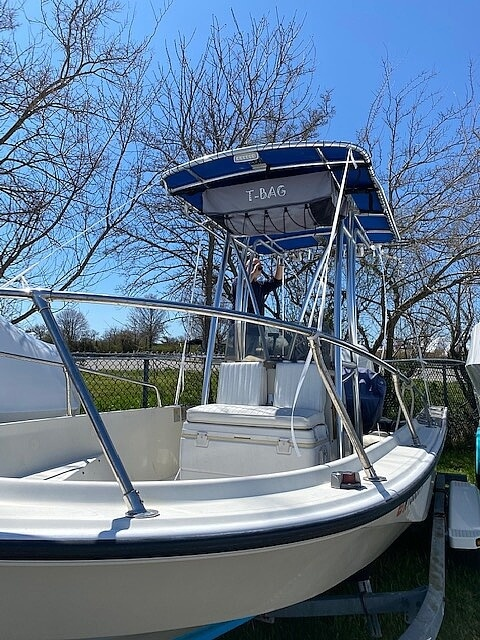 1987 Boston Whaler boat for sale, model of the boat is 18 Outrage & Image # 8 of 11