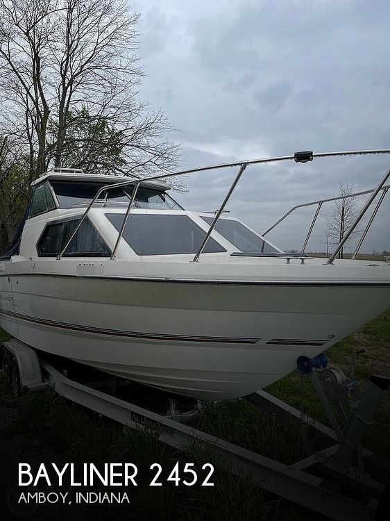 1994 Bayliner boat for sale, model of the boat is 2452 Classic & Image # 1 of 11