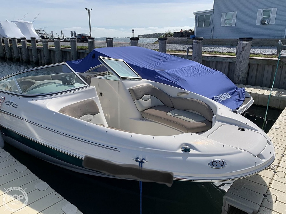 2004 Sea Ray boat for sale, model of the boat is 200 Sundeck & Image # 3 of 40