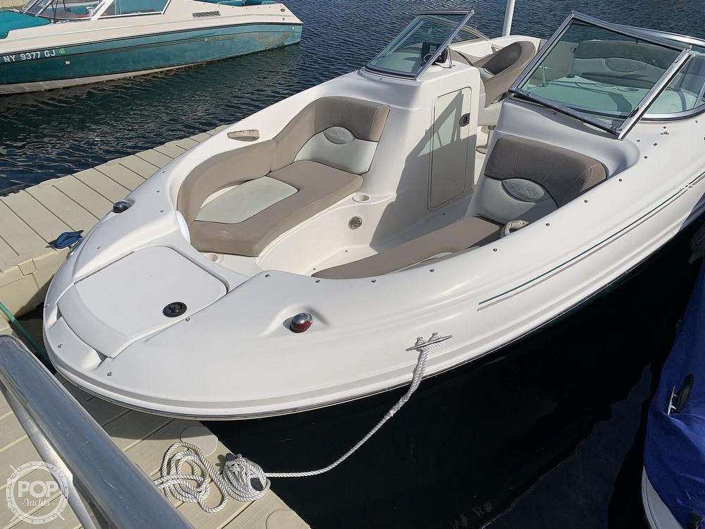 2004 Sea Ray boat for sale, model of the boat is 200 Sundeck & Image # 8 of 40