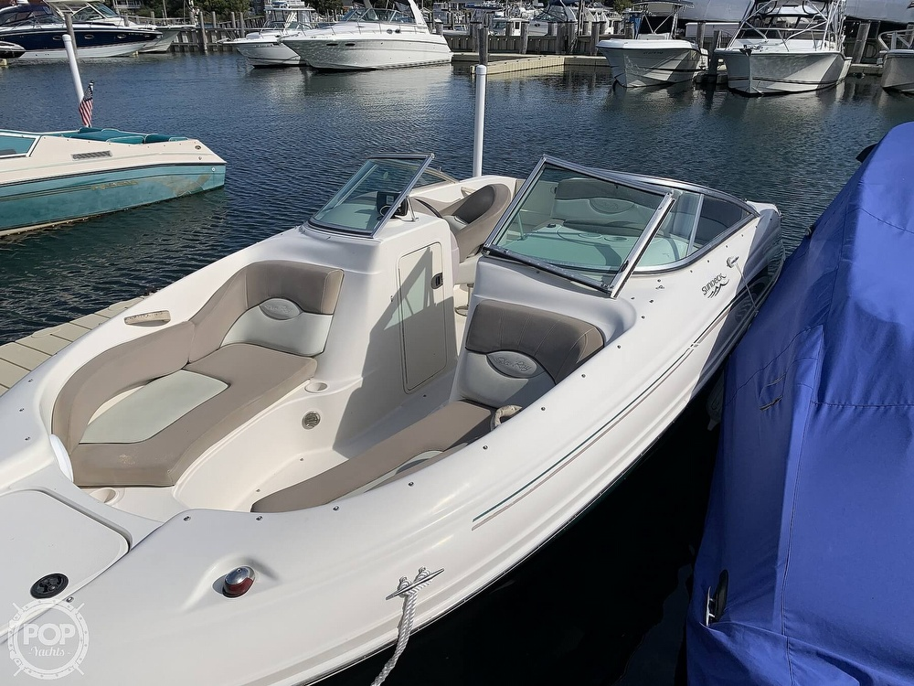 2004 Sea Ray boat for sale, model of the boat is 200 Sundeck & Image # 9 of 40