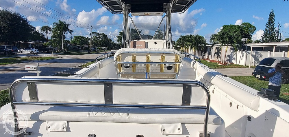 2005 Century boat for sale, model of the boat is 2600 CC & Image # 4 of 40