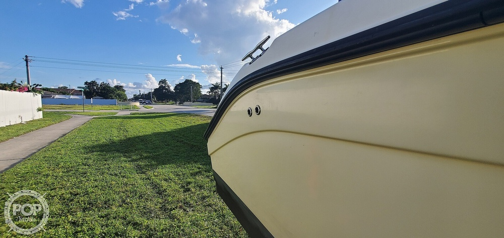 2005 Century boat for sale, model of the boat is 2600 CC & Image # 19 of 40