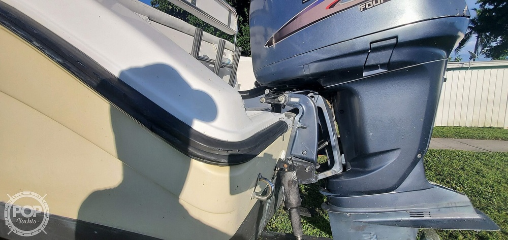 2005 Century boat for sale, model of the boat is 2600 CC & Image # 27 of 40