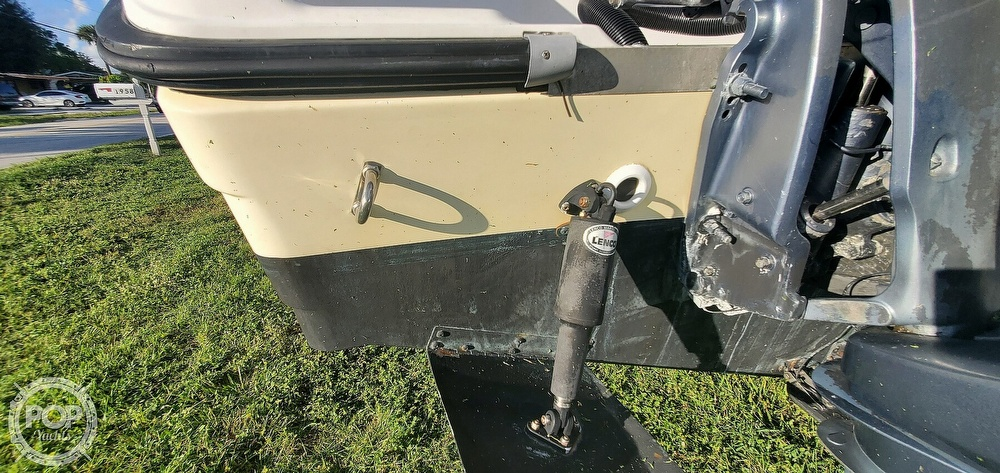2005 Century boat for sale, model of the boat is 2600 CC & Image # 32 of 40