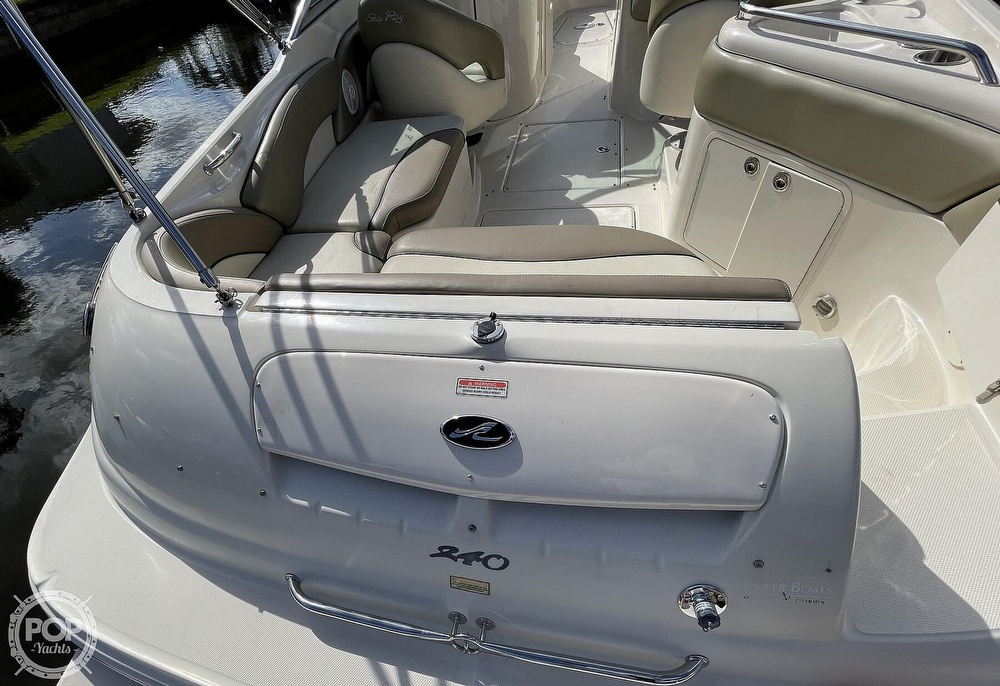 2005 Sea Ray boat for sale, model of the boat is 240 Sundeck & Image # 25 of 40