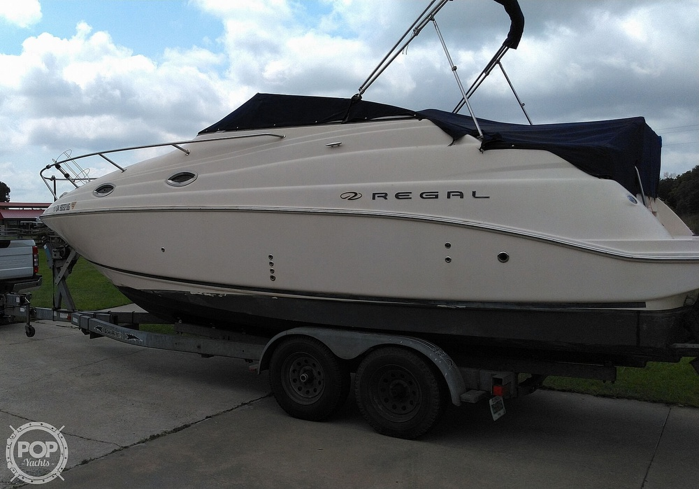 2004 Regal boat for sale, model of the boat is Commodore 2665 & Image # 4 of 40